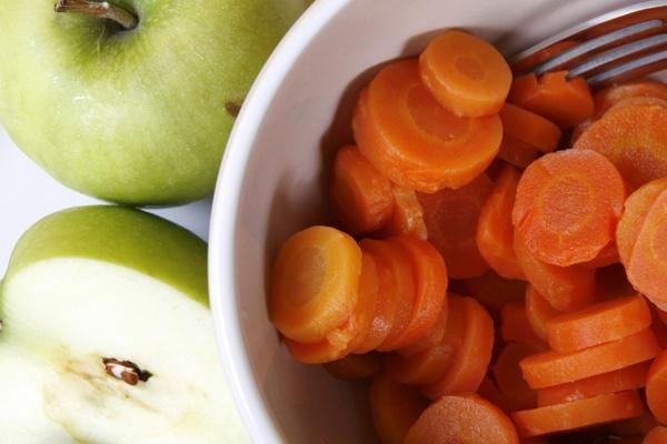 CarrotsAndApples.jpg