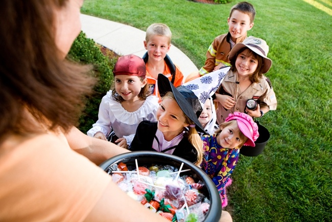 Consider-dental-health-when-you-hand-out-Halloween-candy-this-year.jpg