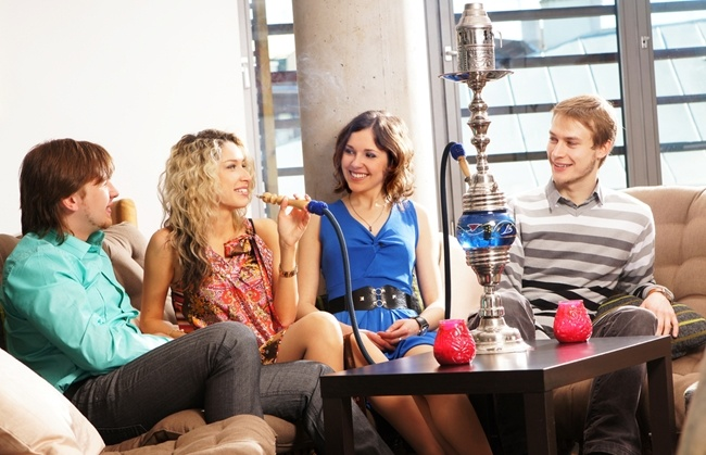 Smoking-hookah-is-a-popular-social-activity-but-it-can-be-dangerous-for-your-oral-health_2020_40099309_0_14122620_650.jpg