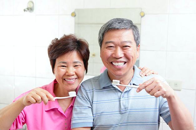 asian-couple-brushing-teeth.png
