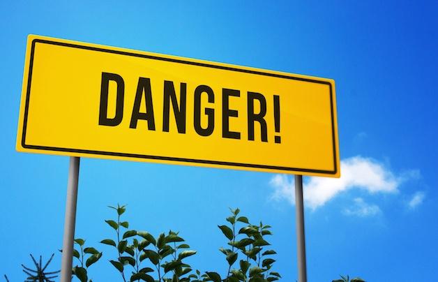 danger-on-road-sign_M1hj7Yc_.jpg