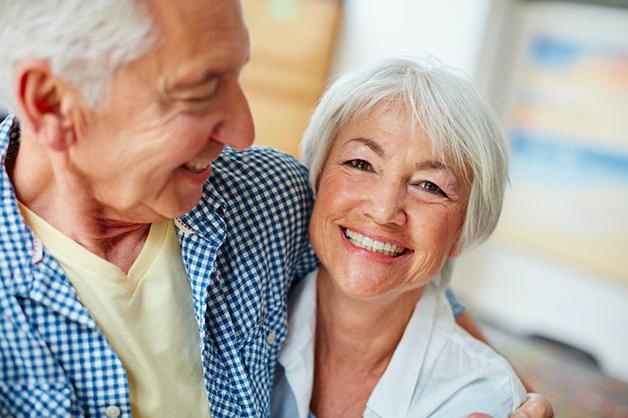 senior-couple-smiling.png
